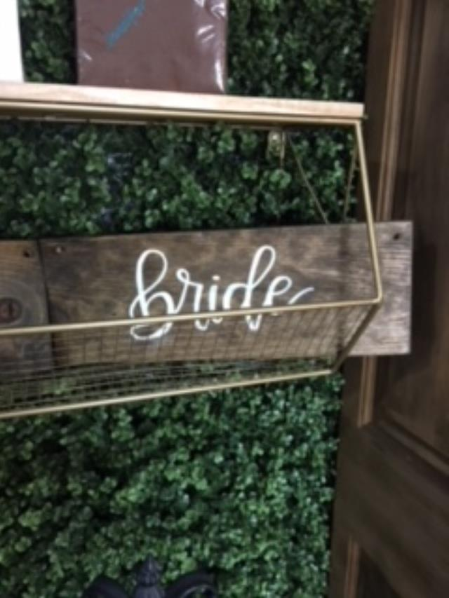 Where to find SIGN WOOD BRIDE in Tupelo