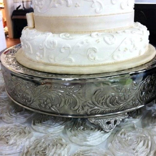 Where to find CAKE STAND SILVER 22  RD STRAIGHT EDGE in Tupelo